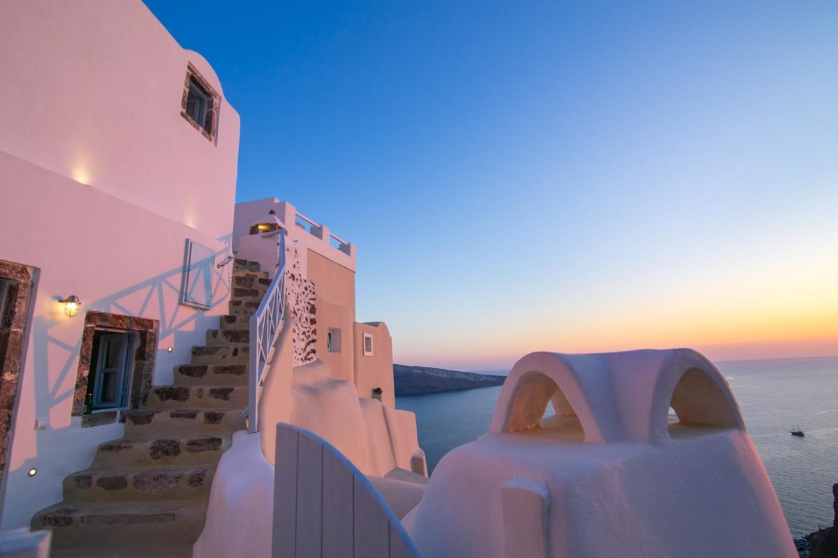 luxury oia accommodationa santorini | Kastro Oia Houses
