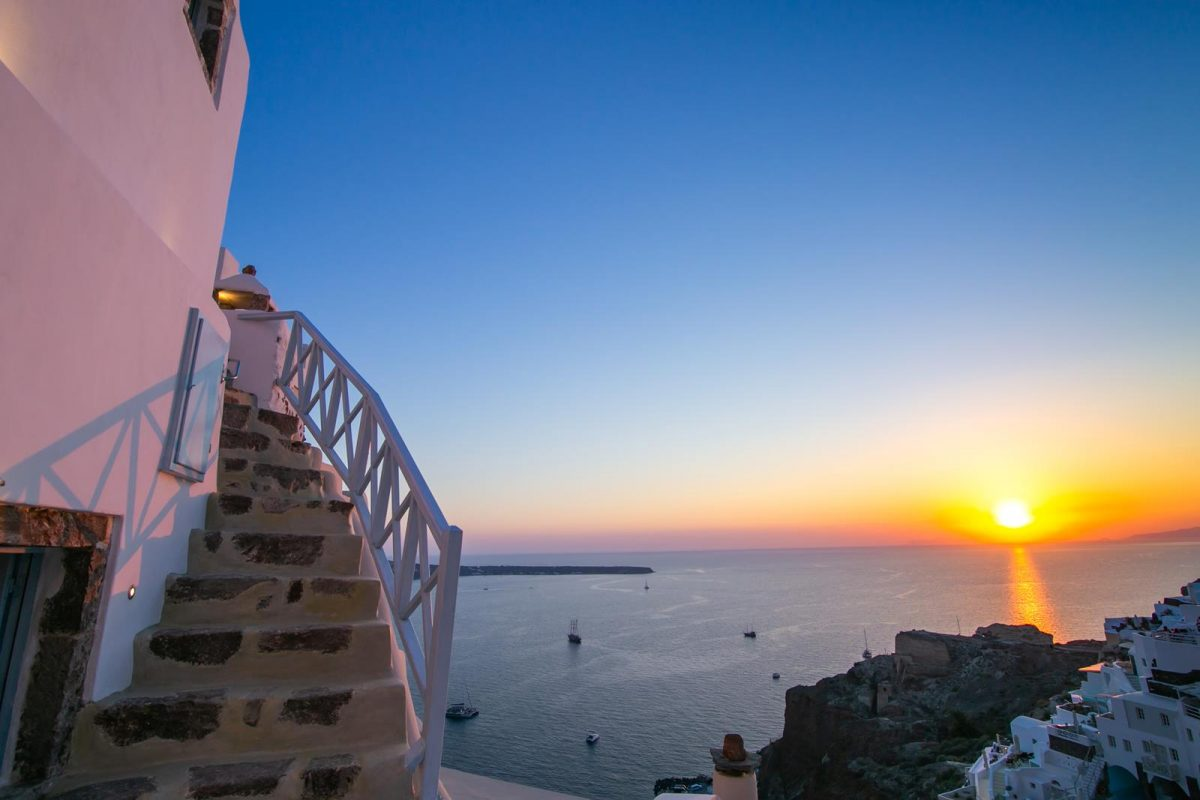 luxury oia accommodation santorini | Kastro Oia Houses